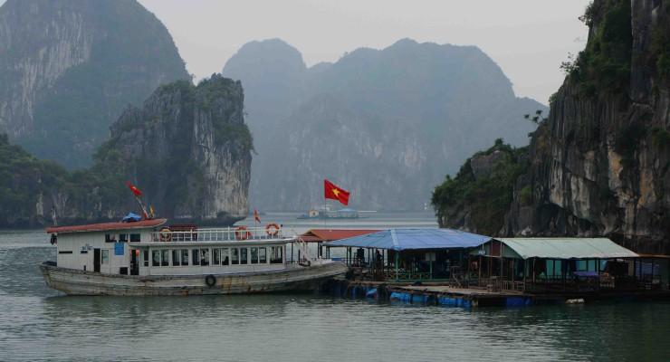 Halong Bay schwimmendes Dorf