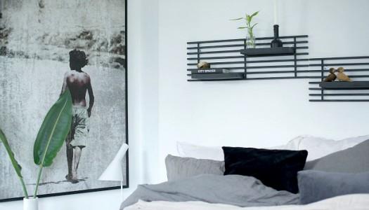 DIY Wandregal aus dunklem Holz
