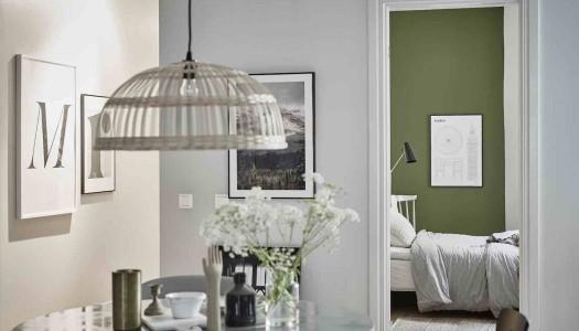Schwedische Wohnung mit grünen Akzenten